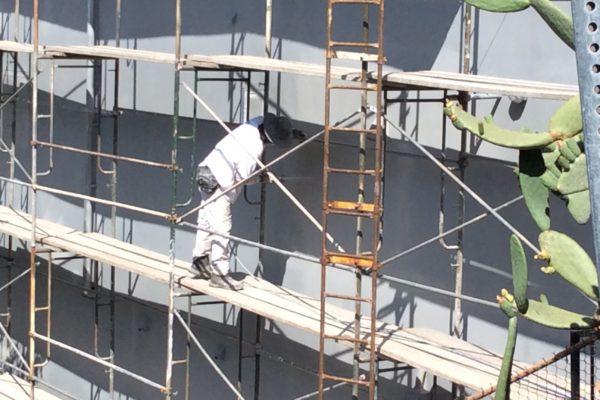 6 exterior house paint with scaffolding © amronconstruction.com