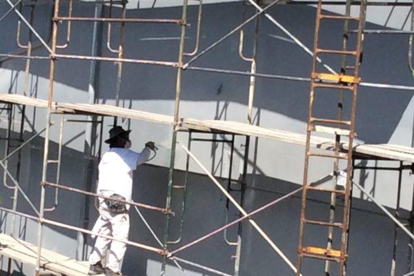 7 Exterior house paint with scaffolding © amronconstruction.com