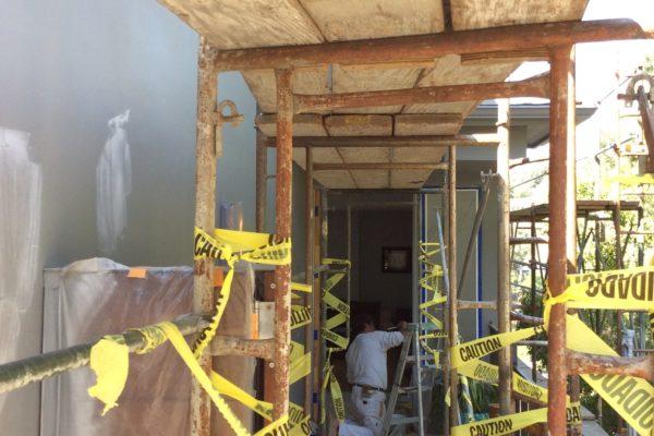 8 Exterior house paint with scaffolding © amronconstruction.com