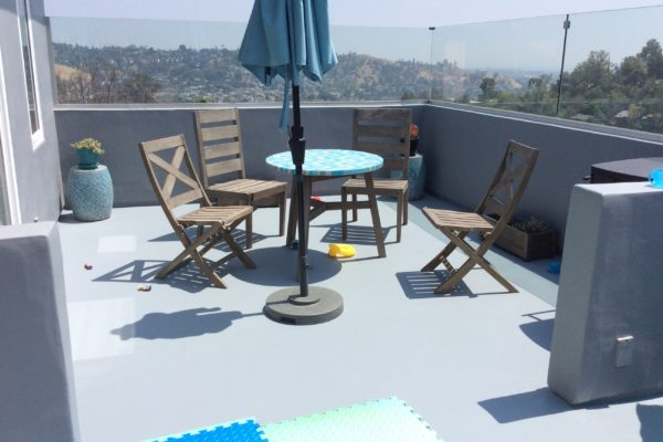 8 upstairs patio deck © amronconstruction.com